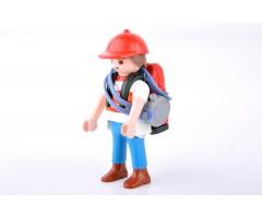 PM001121 Мальчик с рюкзаком