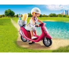 PM9084 Посетитель пляжа со скутером