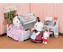 Детская комната бело-розовая